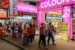 Mong Kok område på natten Royaltyfri Bild