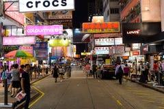 Mong Kok område på natten Arkivfoto