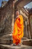 Monge em Angkor Wat fotografia de stock royalty free