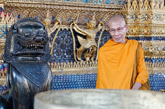 Monge em Wat Phra Kaew, Banguecoque Fotografia de Stock