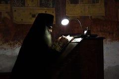 Monge no monastério de Gelati fotos de stock