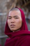 Monge nova do retrato em um monastério Lago Inle, Myanmar imagens de stock