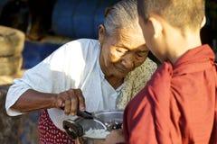 Monge nova Myanmar Burma imagens de stock