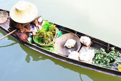 Monger da mulher no barco Imagem de Stock