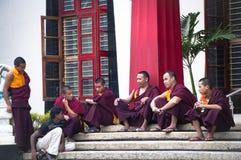 Monges budistas de Bylakuppe, pouco tibet em India Foto de Stock
