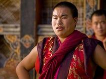 Monges que rehearsing para o tsechu de Jakar (festival) Imagens de Stock Royalty Free