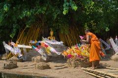 Monges tailandesas no templo de Phantao no festival de Songkran Fotografia de Stock