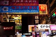 Mongkok夜的市场霓虹灯广告香港 免版税库存图片