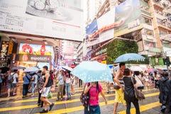 Mongkok街道的许多人民在晚上 库存照片