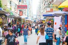 Mongkok, Hong Kong - September 24, 2016: Opslag bij dag die s lopen Stock Foto