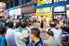 Mongkok Hong Kong, Wrzesień, - 22, 2016: Piosenkarz śpiewa na w Obrazy Stock