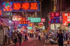 Mongkok-Straße nachts in Hong stockbilder