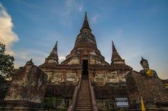 Mongkol de Wat yai chai, Ayutthaya Foto de archivo
