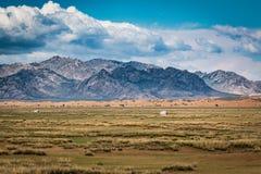 Mongolei-Landschaft an einem sonnigen Tag stockbilder