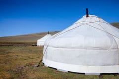 Mongolian tradicional Gers em montanhas Mongólia de Altai Fotos de Stock
