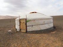 Mongolisches Ger oder yurt in der Gobi-Wüste - Reise und Tourismus stockbild