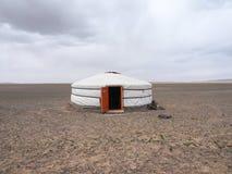 Mongolisches Ger oder yurt in der Gobi-W?ste - Reise und Tourismus stockfotografie