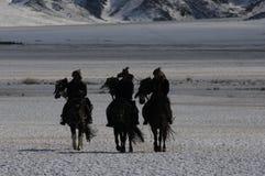 Mongolisches Pferd in den Bergen während des Steinadlerfestivals Lizenzfreies Stockbild