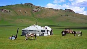 Mongoliska ger campar med solenergi stock video