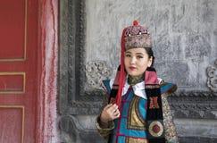 Mongolska kobieta w tradycyjnym stroju zdjęcia stock