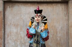 Mongolska kobieta w tradycyjnym stroju zdjęcie stock