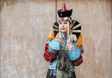 Mongolska kobieta w tradycyjnym stroju obraz royalty free