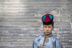 Mongolski mężczyzna w tradycyjnym stroju fotografia royalty free