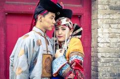 Mongolski mężczyzna w tradycyjnym stroju zdjęcia stock