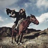 Mongools Mens Opgeleid Eagle Kazakh Olgei Western Concept royalty-vrije stock fotografie