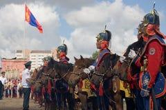 Mongoolse Cavalerie en Mongoolse Vlag Stock Foto's