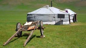 Mongoolse ger kampen met zonnemacht stock footage