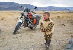 Mongoolse nomadejongen Stock Fotografie