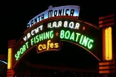 monica霓虹码头圣诞老人符号 库存照片