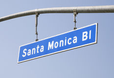 Monica-Boulevard-Straßenschild Stockfotos