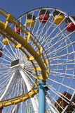 Monica-Pier-Karnevals-Unterhaltungthrill-Fahrten Stockfotos