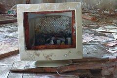 Moniteur cassé, photo de démolition d'usine photos libres de droits