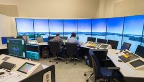 Moniteur et radar de trafic aérien dans la salle de centre de contrôle Photographie stock
