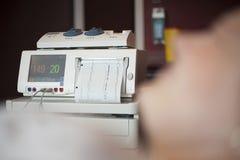 Moniteur foetal de battement de coeur, cardiotocography avec le copyspace photo libre de droits