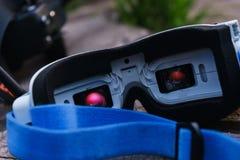 Moniteur-verres visuels en gros plan pour le contrôle des bourdons commandés par radio de sports Images stock