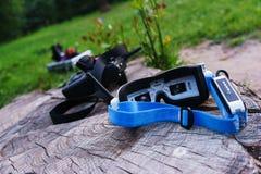 Moniteur-verres visuels pour le contrôle modèle et d'autres dispositifs spéciaux pour le contrôle d'un bourdon commandé par radio Photo libre de droits