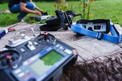 Moniteur-verres visuels pour le contrôle modèle et d'autres dispositifs spéciaux pour le contrôle d'un bourdon commandé par radio Photos libres de droits