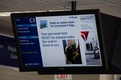 Moniteurs aériens de TV à une porte de Delta Airlines au Minneapolis-St Paul International Airport MSP photos stock