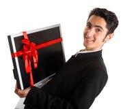 Monitor acertado de la compra del hombre de negocios. Imagen de archivo
