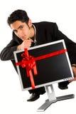Monitor acertado de la compra del hombre de negocios Foto de archivo libre de regalías