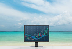 Monitor com carta Imagens de Stock