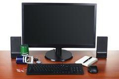 Monitor con gli accessori Fotografie Stock Libere da Diritti