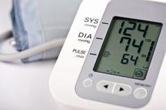 Monitor de la presión arterial de Digitaces imágenes de archivo libres de regalías