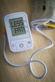 Monitor de la presión arterial de Digitaces con el mensaje Fotos de archivo