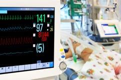 Monitor de pacientes en ICU neonatal Imagenes de archivo