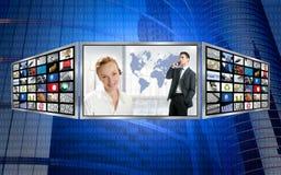 Monitor de três telas, tecnologia do mundo do negócio Fotografia de Stock